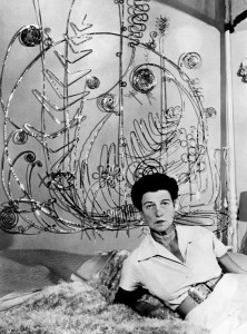(GERMANY OUT) PEGGY GUGGENHEIM (1898-1979). American art collector. Guggenheim under a sculpture by Alexander Calder in 1961. (Photo by ullstein bild/ullstein bild via Getty Images)