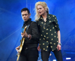 the kills, Alison Mosshart and guitarist Jamie Hince performing on stage