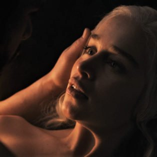 PHOTOGRAPH OF JOHN SNOW & DANENERYS OF GAME OF THRONES HAVING SEX