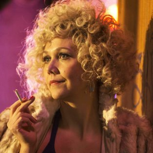 The Deuce Star Candy played by actress Maggie Gyllenhaal wearing one of her blonde afro wigs