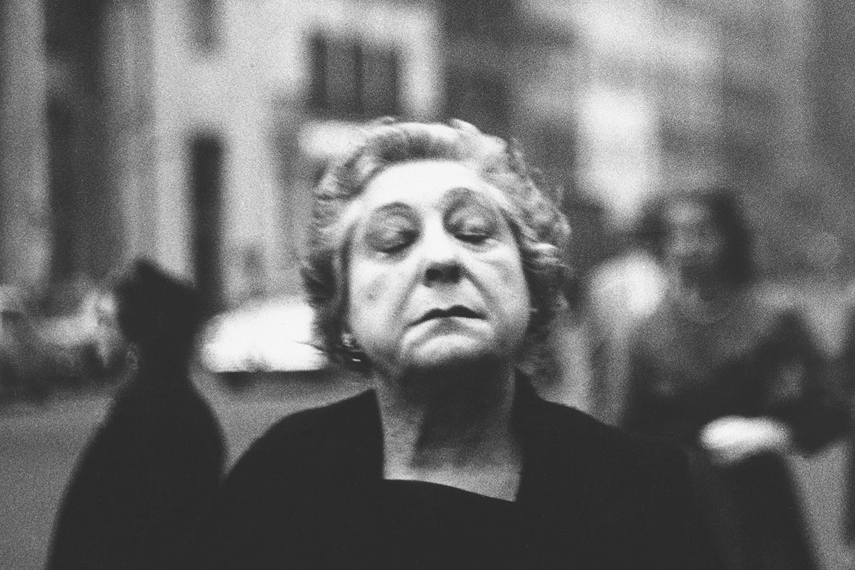diane arbus photograph of a woman in New York
