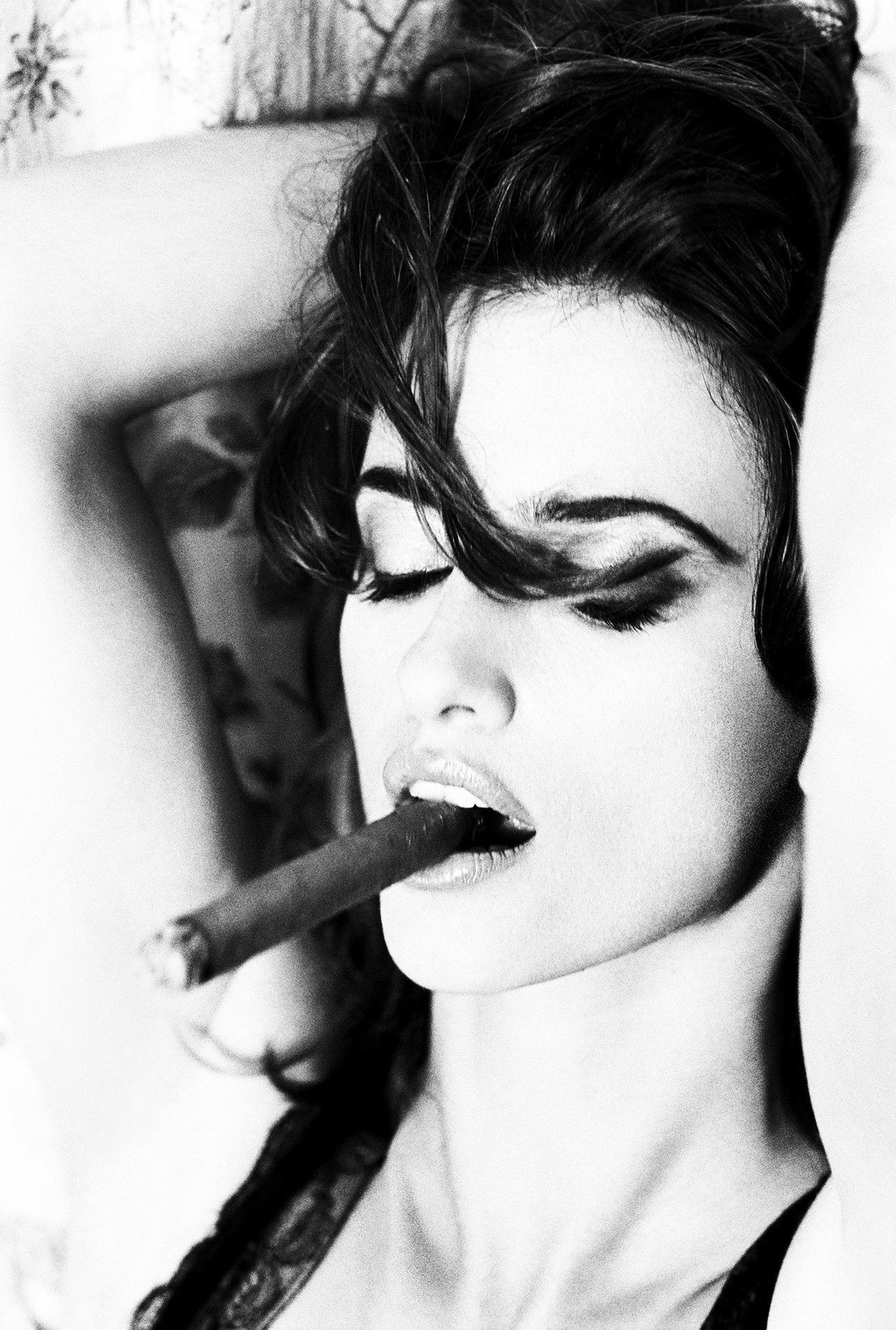 penelope cruz smoking a cigar